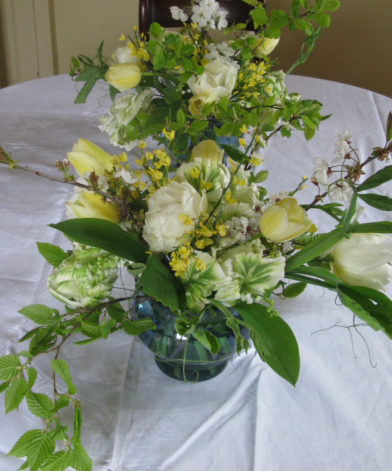 Spring-wedding-table-arrangements